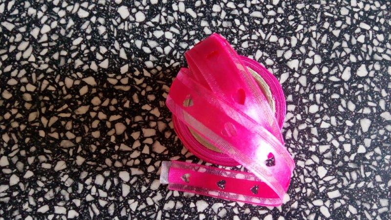 Stuha monofilová s výsekem srdce 15 mm růžová