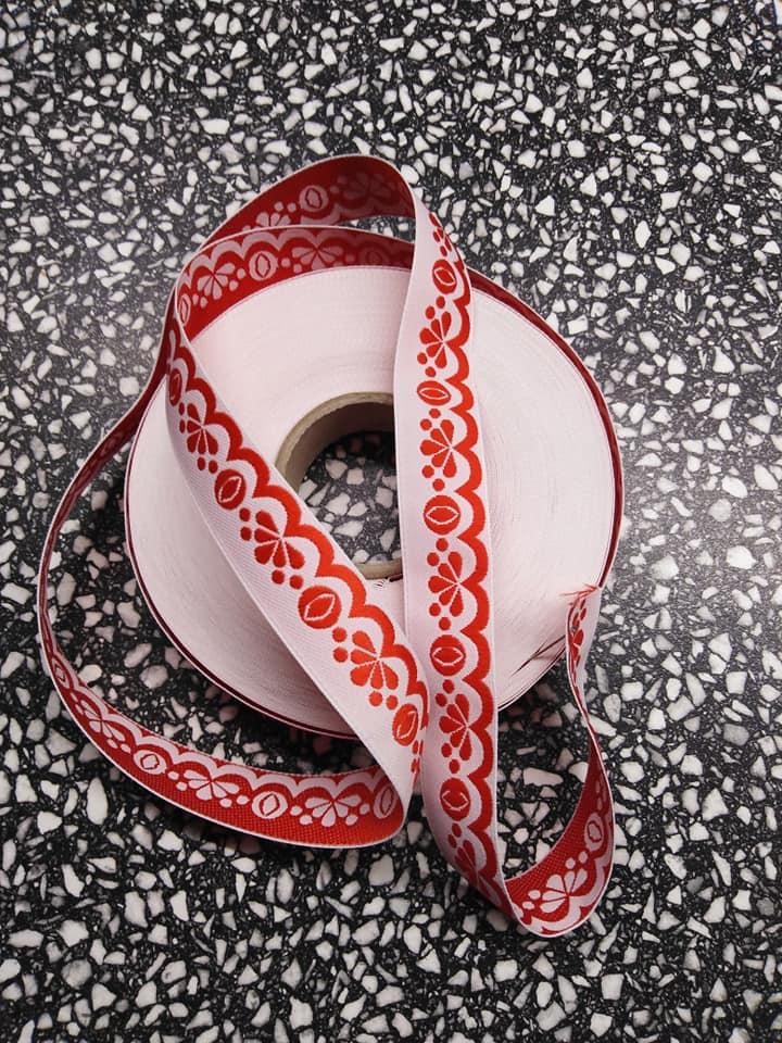 Stuha zoubková 20 mm červená