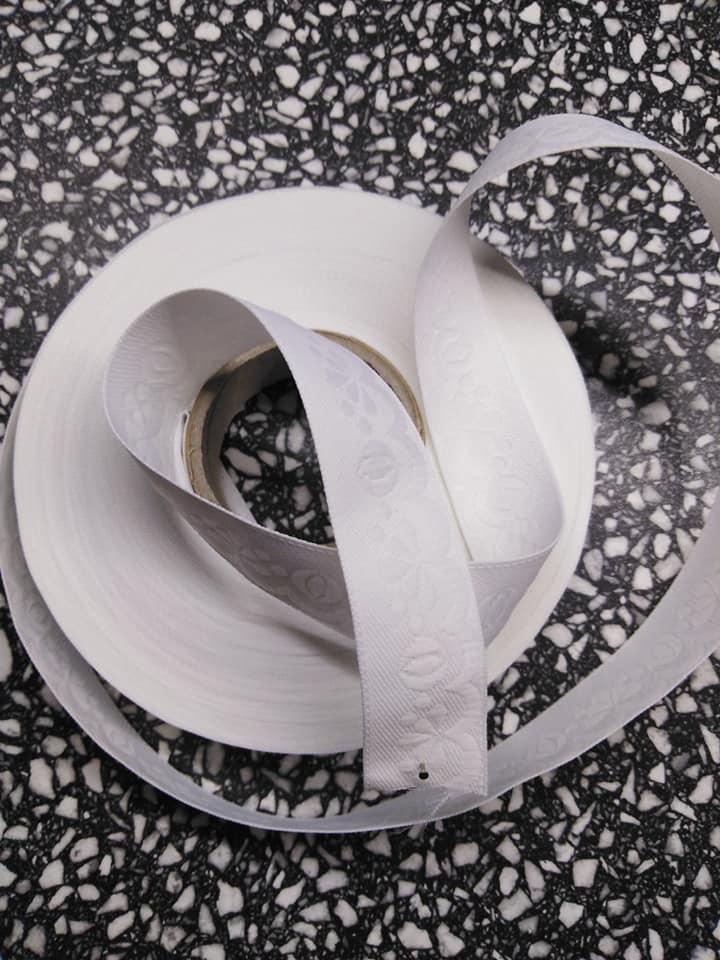 Stuha zoubková 20 mm bílá