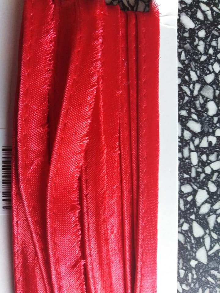 Paspulka saténová 10 mm červená
