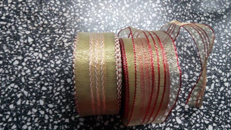 Stuha ozdobná s drátem 40 mm zlatočervená