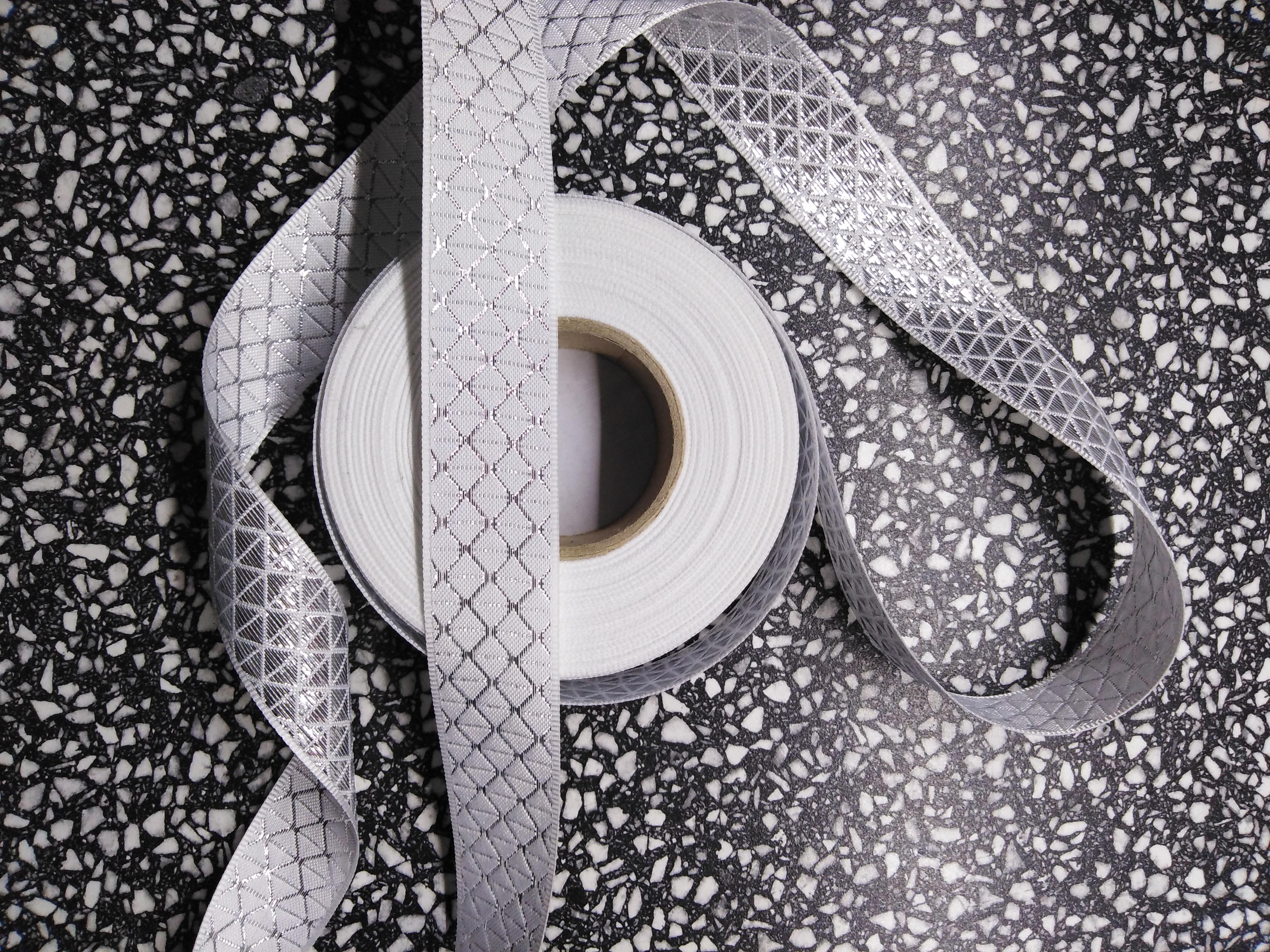 Stuha plátnová s metaloplastem 25 mm bílá