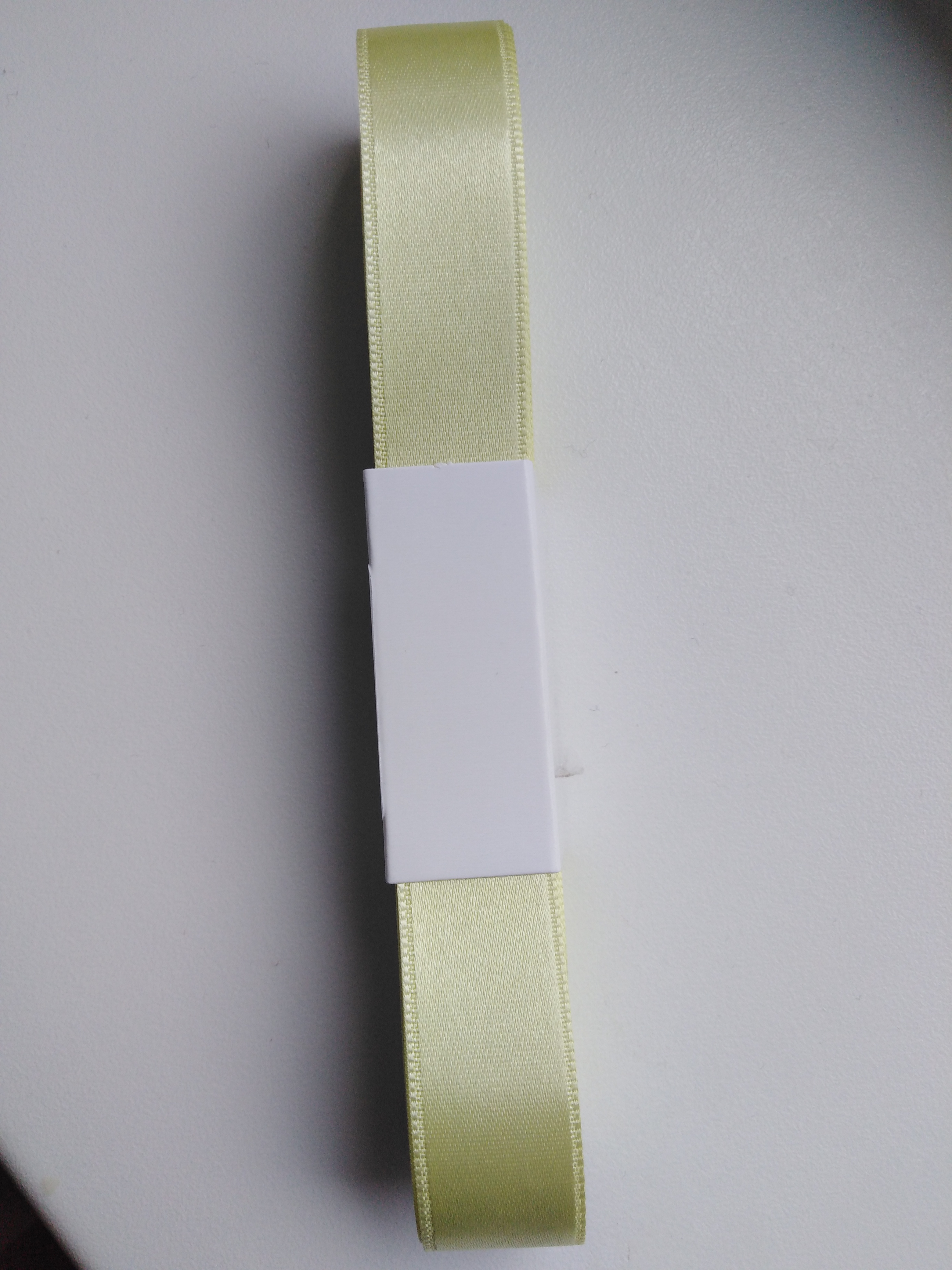 Stuha atlasová oboulící 20 mm světle žlutá