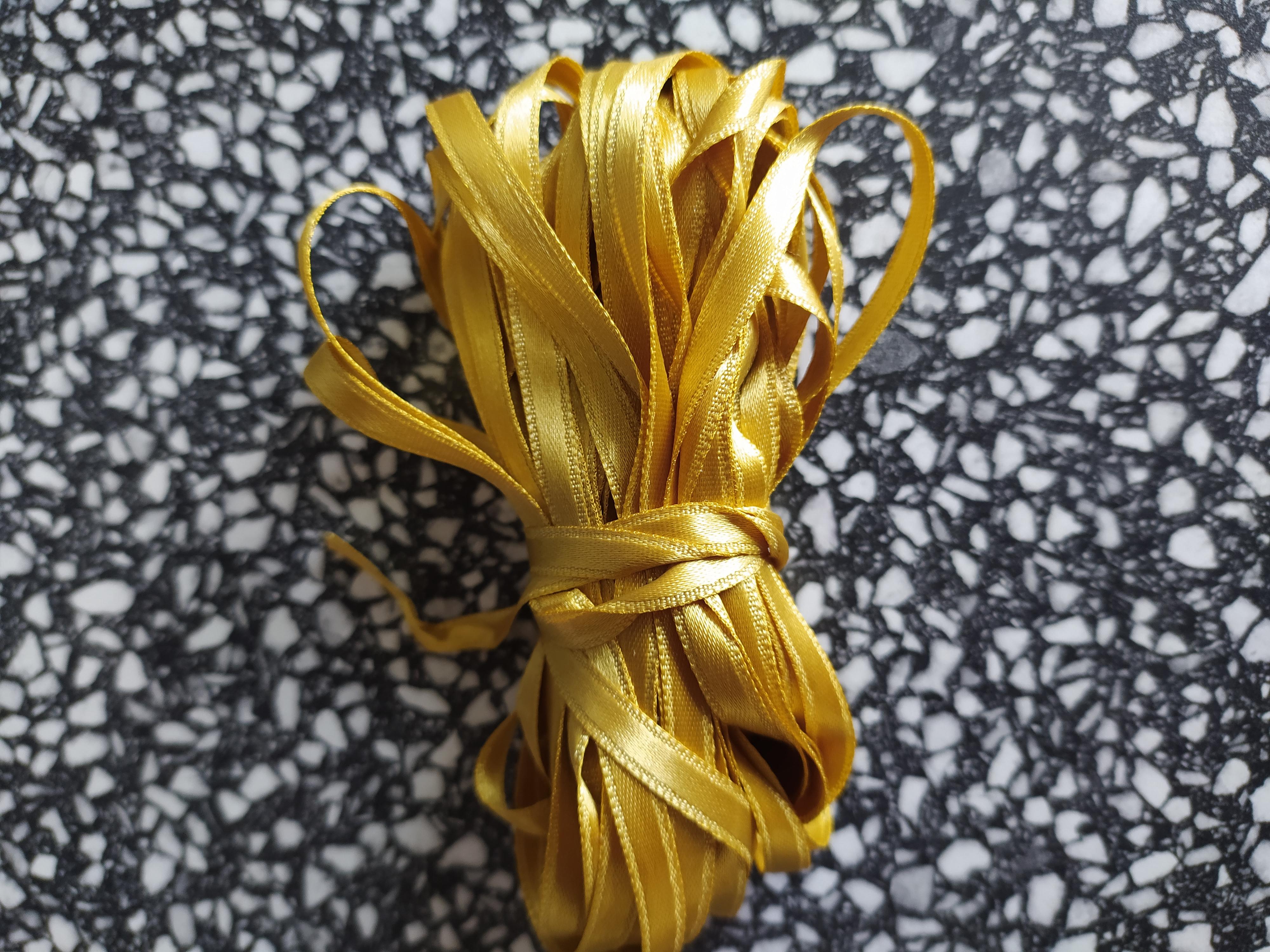 Stuha atlasová oboulící 6 mm zlatá