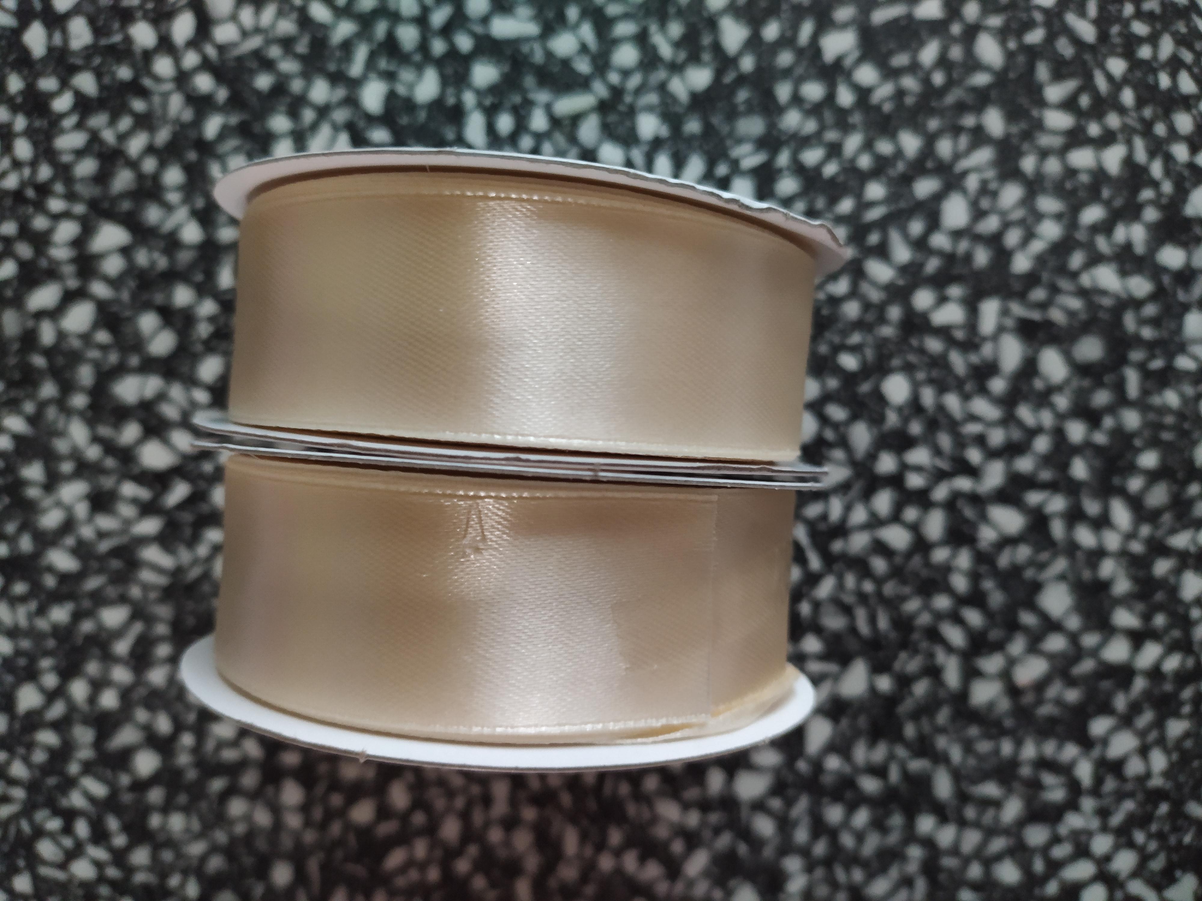 Stuha atlasová jednolící 38 mm krémová