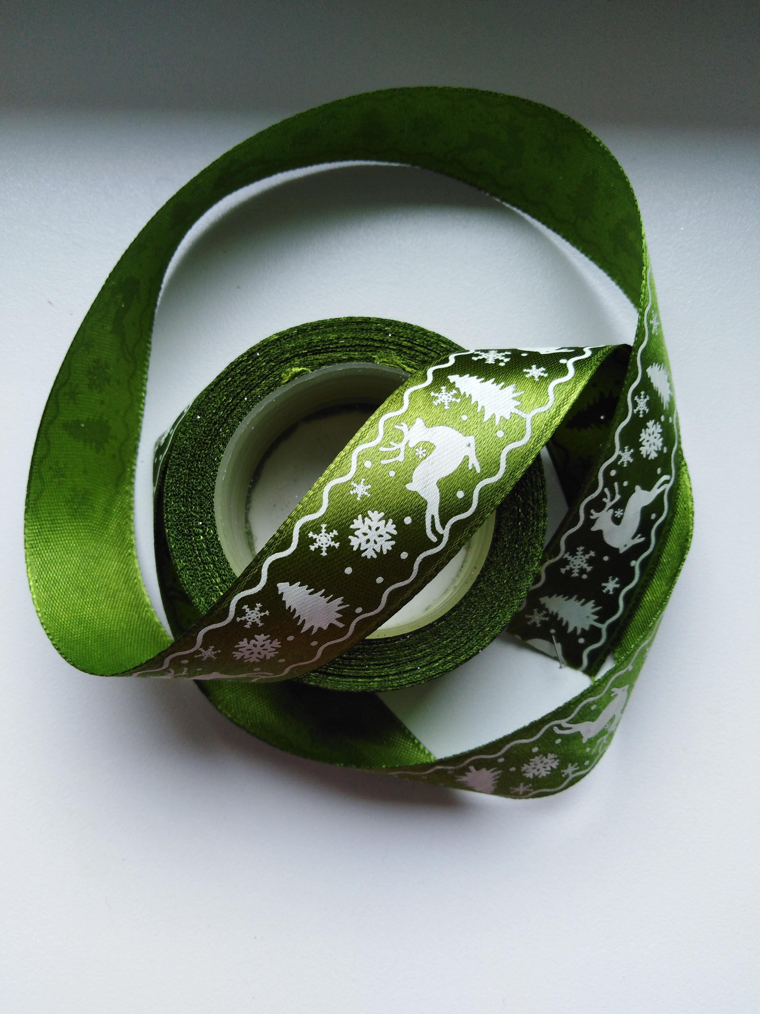 Saténová stuha tisk sobi 25 mm zelená doprodej