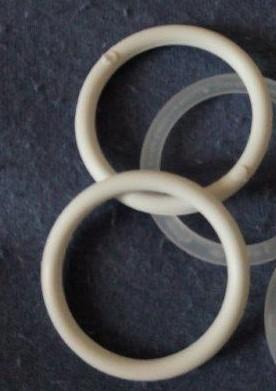 Záclonový kroužek 40/34 mm bílý