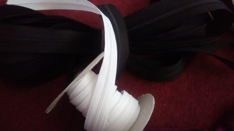Zdrhovadlový pás - nekonečný zip WS0 3 mm bílý